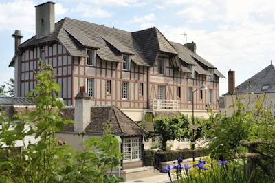 Hotels  -  Hostellerie Du Chateau