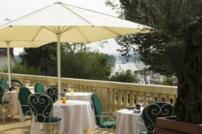 Hotels  -  Hotel Les Hautes Roches