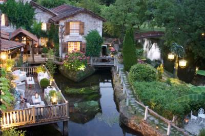 Hotels  -  Le Moulin du Roc - Les Collectionneurs