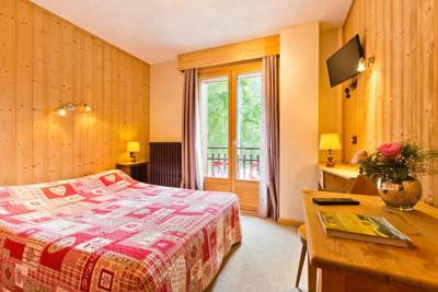 Hotels  -  Logis Hotel Les Sapins