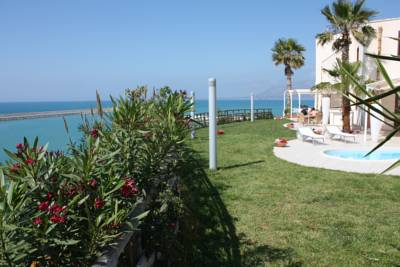 Hotels  -  Marina Holiday & Spa