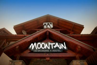 Hotels  -  Moontain Hostel